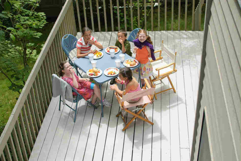 your kids table and chairs set